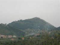 panorama: Castellaccio, antico castello del XII secolo, situato sulla cima del Monte Caputo - 17 aprile 2006  - San martino delle scale (3471 clic)