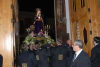 Venerdì Santo: processione del Cristo Morto e dell'Addolorata - il rientro nella Chiesa di Sant'Oliva - 21 marzo 2008   - Alcamo (1436 clic)