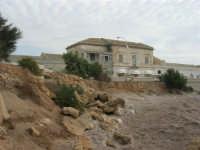 Capo Lilybeo: vecchi edifici e ristorante - 24 settembre 2007  - Marsala (1178 clic)
