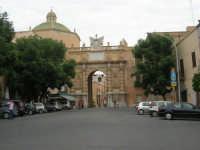 Piazza G. Mameli e Porta Garibaldi - 11 maggio 1860 - 24 settembre 2007  - Marsala (1494 clic)