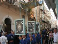 festeggiamenti in onore di Maria Santissima dei Miracoli, Patrona di Alcamo - Processione in corso 6 Aprile (corso stretto) - 21 giugno 2007  - Alcamo (1235 clic)