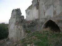 ruderi del paese distrutto dal terremoto del gennaio 1968 - 2 ottobre 2007  - Poggioreale (850 clic)