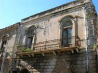 antico palazzo nella via Franco Maccagnone - 4 gennaio 2007  - Mazara del vallo (1336 clic)