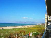 zona Canalotto: la spiaggia nel giorno della Pasquetta - 9 aprile 2007  - Alcamo marina (1052 clic)