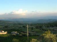 panorama: in fondo è stato costruito il nuovo paese, dopo il terremoto del gennaio 1968 - 2 ottobre 2007    - Poggioreale (1412 clic)