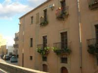 balconi in via Garibaldi - 11 ottobre 2007  - Salemi (2471 clic)