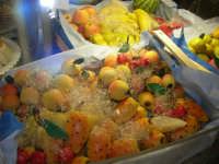 Frutta marturana esposta nel Caffè Pino Pasticceria - 28 settembre 2007  - San vito lo capo (2580 clic)