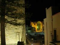 dal Castello uno scorcio di piazza Alicia ed i ruderi della Chiesa Madre - 2 gennaio 2009   - Salemi (2874 clic)