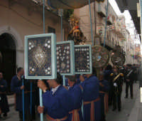 festeggiamenti in onore di Maria Santissima dei Miracoli, Patrona di Alcamo - Processione in corso 6 Aprile (corso stretto) - 21 giugno 2007  - Alcamo (1091 clic)