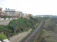 il binario che attraversa il paese - 26 ottobre 2008   - Balestrate (1010 clic)