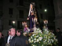 Venerdì Santo: processione del Cristo Morto e dell'Addolorata - piazza Ciullo, dinanzi la Chiesa del Collegio - 21 marzo 2008   - Alcamo (1090 clic)