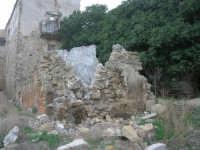 ruderi del paese distrutto dal terremoto del gennaio 1968 - 2 ottobre 2007  - Poggioreale (775 clic)