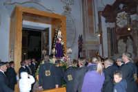 Venerdì Santo: processione del Cristo Morto e dell'Addolorata - il rientro nella Chiesa di Sant'Oliva - 21 marzo 2008   - Alcamo (1217 clic)