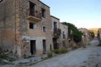 ruderi del paese distrutto dal terremoto del gennaio 1968 - 2 ottobre 2007  - Poggioreale (816 clic)