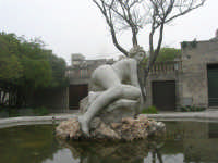fontana con scultura - 1 maggio 2009   - Erice (2251 clic)