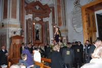 Venerdì Santo: processione del Cristo Morto e dell'Addolorata - il rientro nella Chiesa di Sant'Oliva - 21 marzo 2008   - Alcamo (789 clic)