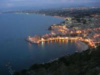 dal Belvedere: notturno di Castellammare e del golfo omonimo - 13 aprile 2008   - Castellammare del golfo (2011 clic)