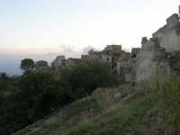 ruderi del paese distrutto dal terremoto del gennaio 1968 - 2 ottobre 2007  - Poggioreale (857 clic)