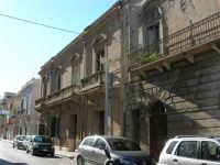 antichi palazzi nella via Franco Maccagnone - 4 gennaio 2007  - Mazara del vallo (1312 clic)