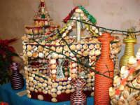 All'interno del Castello dei Conti di Modica, Mostra Artigianato a cura di Calandra Carlo - Decorazioni su vasi, bottiglie ecc. - 26 dicembre 2006   - Alcamo (1091 clic)