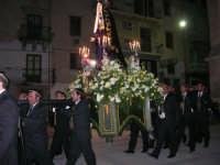 Venerdì Santo: processione del Cristo Morto e dell'Addolorata - piazza Ciullo, dinanzi la Chiesa del Collegio - 21 marzo 2008   - Alcamo (1292 clic)