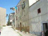 per le vie del paese - 23 aprile 2006   - Prizzi (1622 clic)