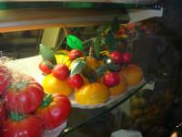 Frutta marturana esposta nel Caffè Pino Pasticceria - 28 settembre 2007  - San vito lo capo (2150 clic)