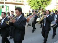 festa del Santissimo Volto: la banda musicale si esibisce per le vie del paese - 14 maggio 2006  - Chiusa sclafani (2671 clic)