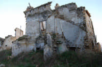 ruderi del paese distrutto dal terremoto del gennaio 1968 - 2 ottobre 2007  - Poggioreale (920 clic)