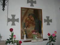 La Madonna di lu Tribonu - Cappella dedicata alla Madonna del Ladro Buono (Via per Monte Bonifato): all'interno l'immagine dell'Addolorata (quadro originale) - 27 agosto 2007    - Alcamo (1314 clic)