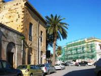 via Franco Maccagnone ed in fondo la stazione ferroviaria in ristrutturazione - 4 gennaio 2007  - Mazara del vallo (1554 clic)