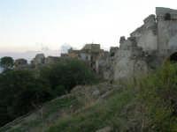 ruderi del paese distrutto dal terremoto del gennaio 1968 - 2 ottobre 2007  - Poggioreale (885 clic)