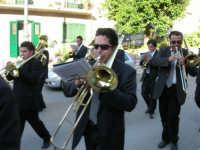 festa del Santissimo Volto: la banda musicale si esibisce per le vie del paese - 14 maggio 2006  - Chiusa sclafani (4693 clic)