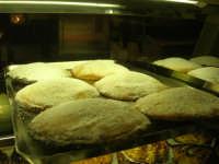 I prelibati dolci esposti nel Caffè Pino Pasticceria - 28 settembre 2007  - San vito lo capo (2352 clic)