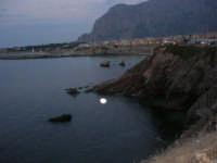 la costa e scorcio del paese a sera - 23 settembre 2007   - Terrasini (1274 clic)