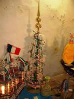 All'interno del Castello dei Conti di Modica, Mostra Artigianato a cura di Calandra Carlo - Decorazioni su vasi, bottiglie ecc. - 26 dicembre 2006   - Alcamo (1102 clic)