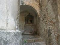 antica edicola votiva dedicata alla Madonna con il Cristo morto - 3 settembre 2008  - Torretta (1902 clic)