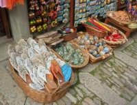 souvenir sull'acciottolato - 1 maggio 2008  - Erice (1133 clic)