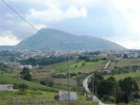 campagna alcamese, monte Bonifato e la città alle sue pendici - 23 febbraio 2009   - Alcamo (3105 clic)