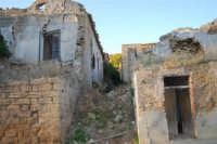 ruderi del paese distrutto dal terremoto del gennaio 1968 - 2 ottobre 2007  - Poggioreale (761 clic)