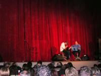 Rassegna musicale giovani autori Omaggio a De André: intermezzo, con Davide Emmolo e Roberto Cammarata, tra l'esibizione dei due gruppi KAIORDA e MARCOSBANDA - Teatro Cielo d'Alcamo - 11 febbraio 2006   - Alcamo (2313 clic)