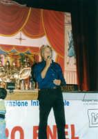 SALVATORE OLIVERI, nipote del grande puparo Gaspare Canino, ed i suoi PUPI SICILIANI - Teatro Euro - 25 ottobre 1998  - Alcamo (4110 clic)