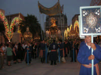 festeggiamenti in onore di Maria Santissima dei Miracoli, Patrona di Alcamo - Processione in piazza Ciullo - 21 giugno 2007  - Alcamo (1222 clic)