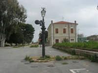 ex stazione ferroviaria - 1 marzo 2009  - Marinella di selinunte (1810 clic)