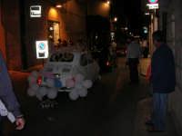 Notte Bianca - Si festeggiano i 50 anni della mitica  500: sfilata nel corso IV Aprile (cassaru strittu)- (5)- 10 agosto 2007  - Alcamo (1392 clic)
