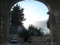 dal Baglio Isonzo la fontana della piazzetta - 3 marzo 2008  - Scopello (815 clic)