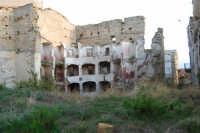 ruderi del paese distrutto dal terremoto del gennaio 1968 - 2 ottobre 2007  - Poggioreale (716 clic)