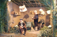 Presepe Vivente presso l'Istituto Comprensivo A. Manzoni, animato da alunni della scuola e da anziani del paese - si prepara il formaggio - 20 dicembre 2007   - Buseto palizzolo (1040 clic)