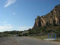 Macari - dietro l'Isulidda: torre di avvistamento sul promontorio - 20 maggio 2007  - San vito lo capo (908 clic)
