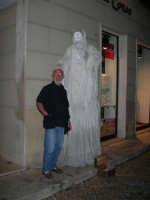 Festeggiamenti in onore di Maria Santissima dei Miracoli - Artisti di strada: il mimo Marco Mangani  si esibisce nel corso VI Aprile - 17.6.2005  - Alcamo (2609 clic)